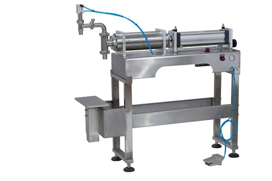 Picture of Stand type piston filling machine for liquid water oil