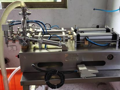 Picture of two heads paste filling machine 100-1000ml with hose